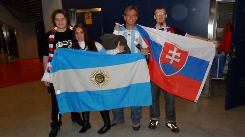 Fanúšikovia Argentíny spolu s našou česko-slovenskou posádkou