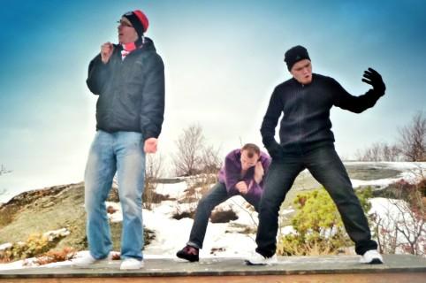 Skupina hrajúca na jednom z najvyšších položených miest na ostrove Styrsö