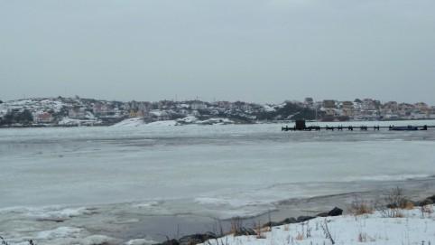 Pohľad z ostrova Styrsö na zľadovatelé more.