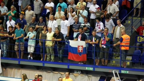 Spokojné publikum v Steel Aréne.