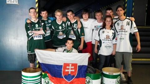 Prešovskí fanúšikovia nachádzajúci sa v sektore nad nami.