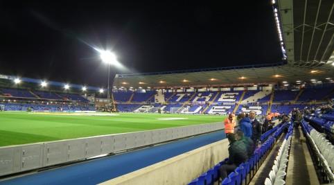 Asi hodinku pred zápasom bol štadión poloprázdny.