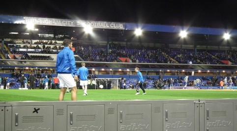 Pohľad na štadión a tréning mužstiev pred zápasom.