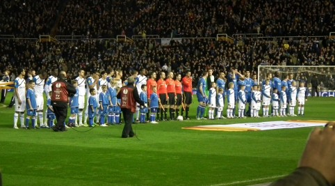 Nástup oboch mužstiev pred zápasom.