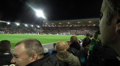 Zaplnený štadión Birminghamu City.